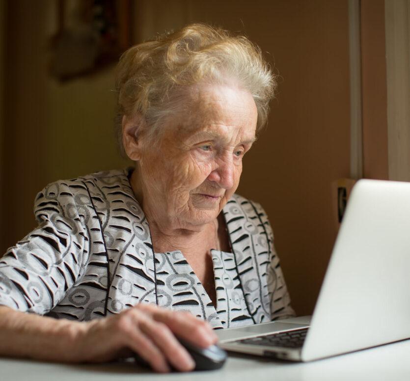 oude dame laptop
